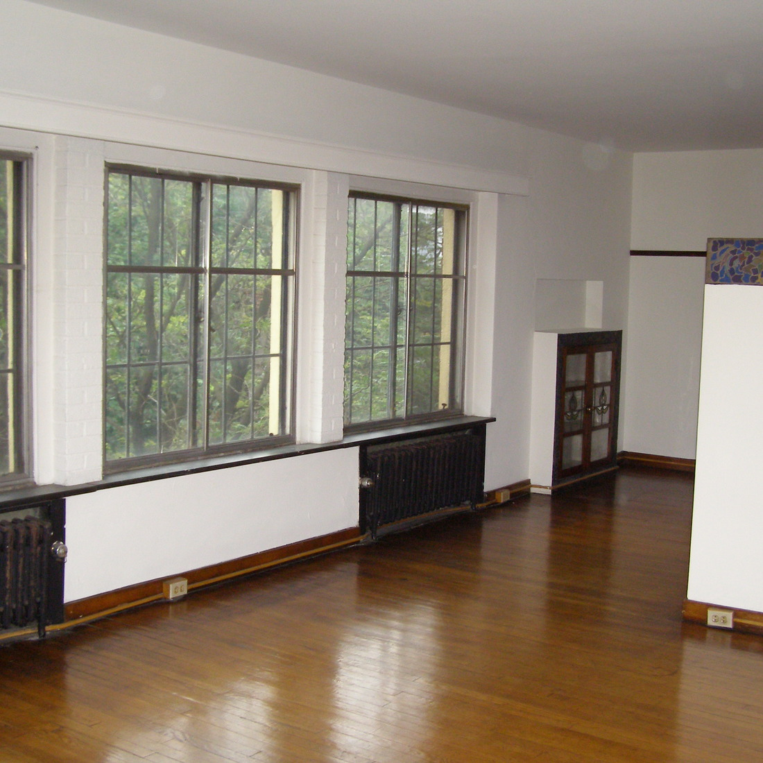 interior of 342 S. Highland Ave, Apt. 11A 2